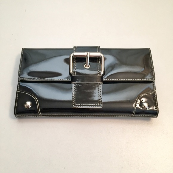 Kenneth Cole Handbags - Kenneth Cole Genuine Leather Lacquer Wallet